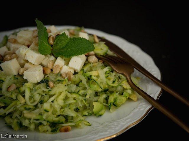recette de salade de choucroute crue et courgettes à la menthe et au munster blanc