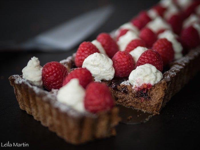 recette de Linzertorte avec des framboises fraîches et de la chantilly mascapone