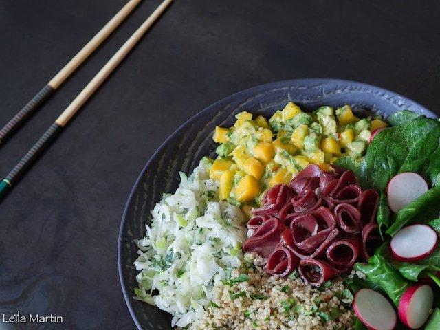 recette de buddha bowl magret fumé, tartare mangue avocat, quinoa aux herbes