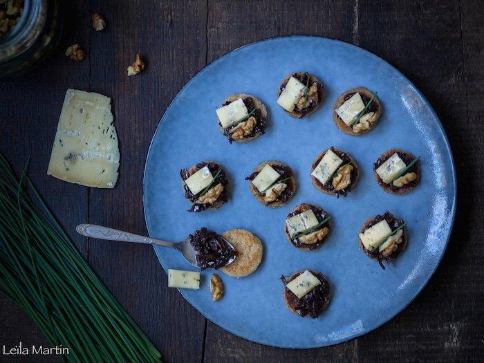 recette de galettes de semoule Griesknepfle aux noix, oignons confits et bleu d'Hachimette