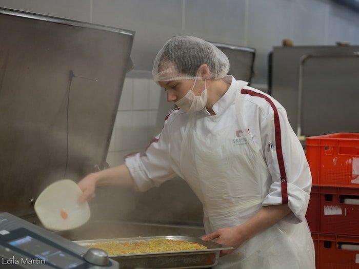 photo cuisinier Alsacienne de Restauration cuisine centrale