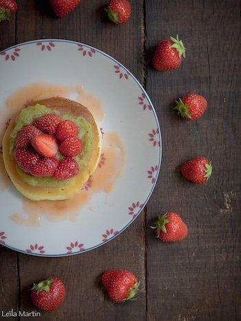 Recette de pancakes, sirop et compote de rhubarbe, fraises d'Alsace