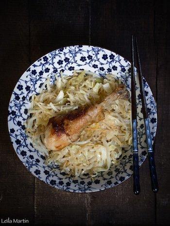 Recette de wok de pilons de poulet à la choucroute, aux germes de soja et au chou blanc