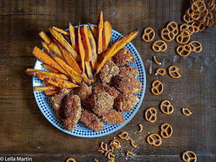 recette de nuggets de poulet en panure de bretzel et frites de patates douces