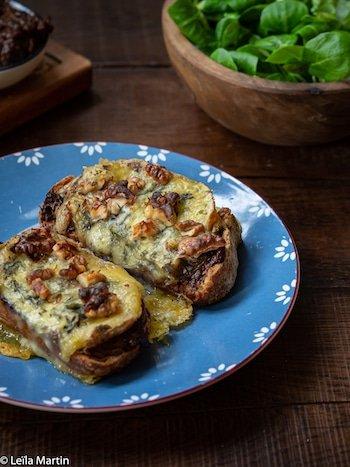Recette de tartine aux pruneaux et au bleu des Vosges