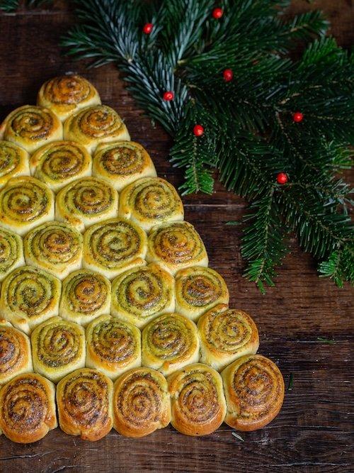Recette de brioche sapin de Noël salée en schneckekueche au pesto de basilic